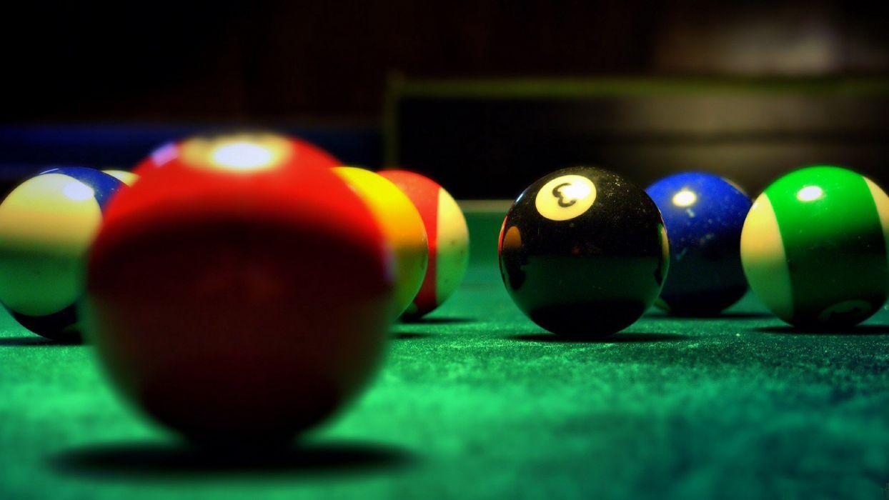 red balls stripes pool table wallpaper