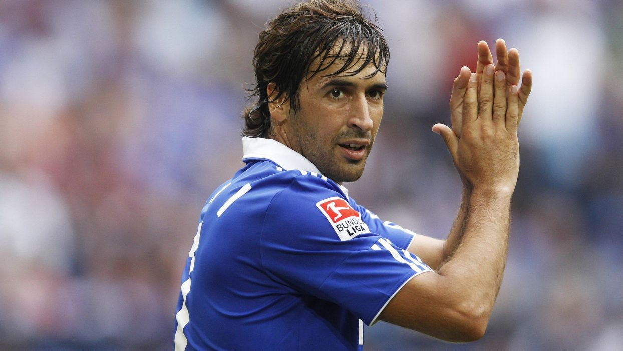 sports soccer Raul Gonzalez wallpaper
