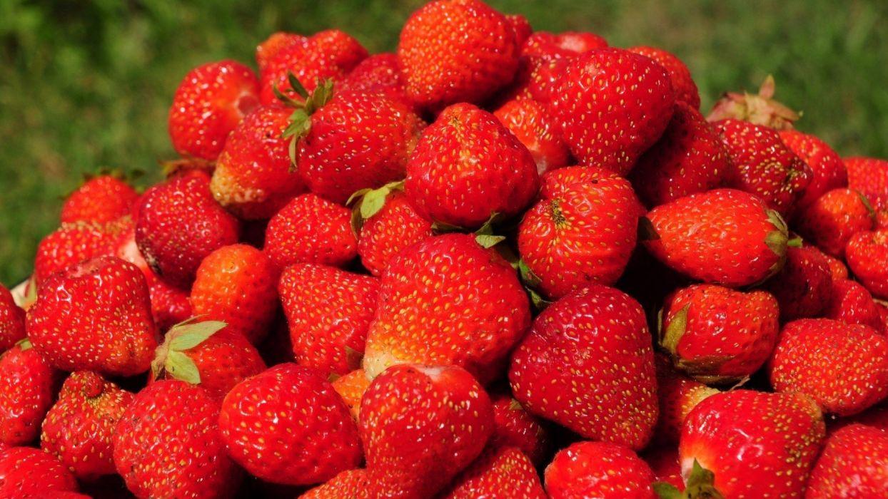 fruits strawberries pyramid wallpaper