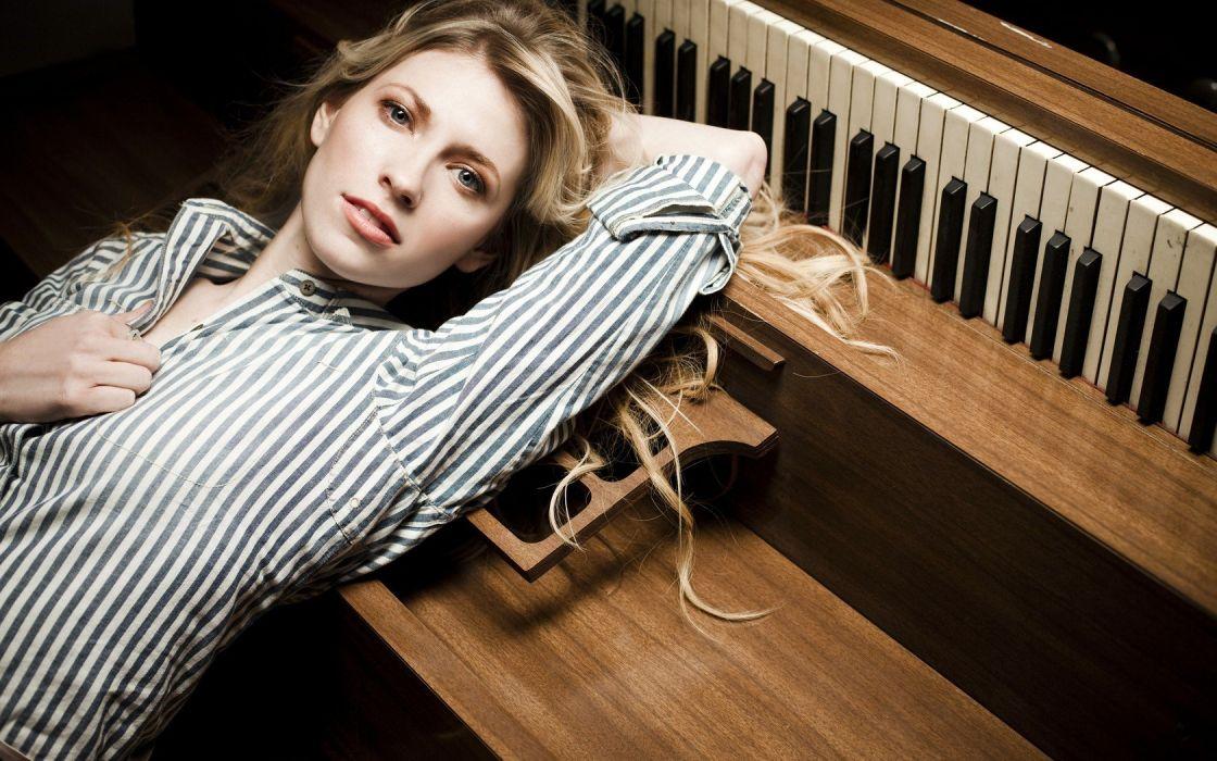 blondes women piano wallpaper