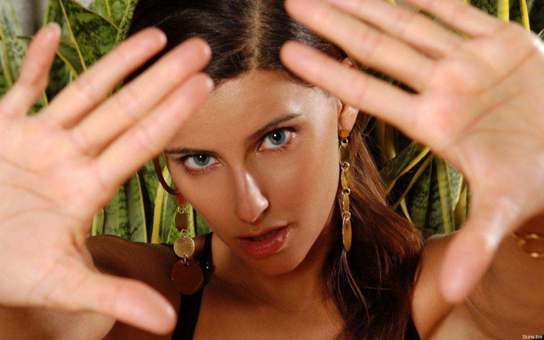 NELLY FURTADO folk r-b latin hip hop dance pop world babe brunette singer (50) wallpaper