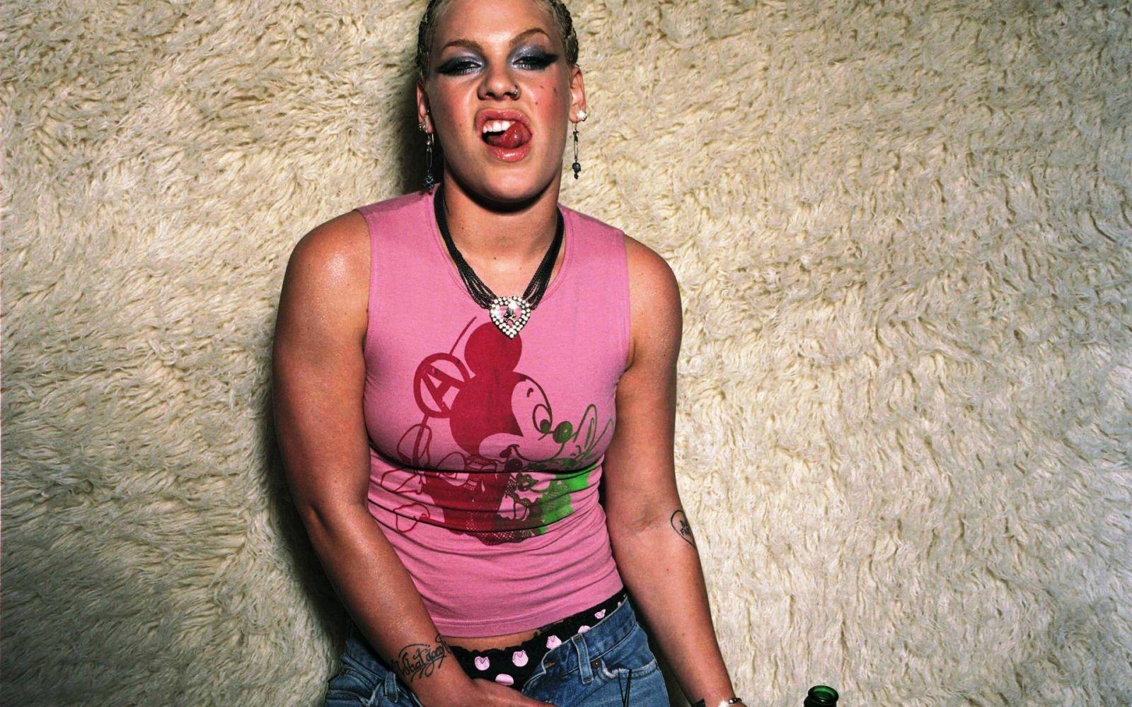 Images of singer pink naked
