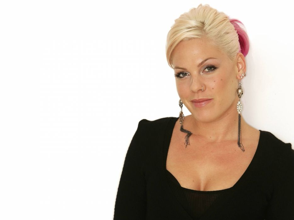 PINK alecia beth moore pop rock r-b singer babe blonde sexy (45) wallpaper