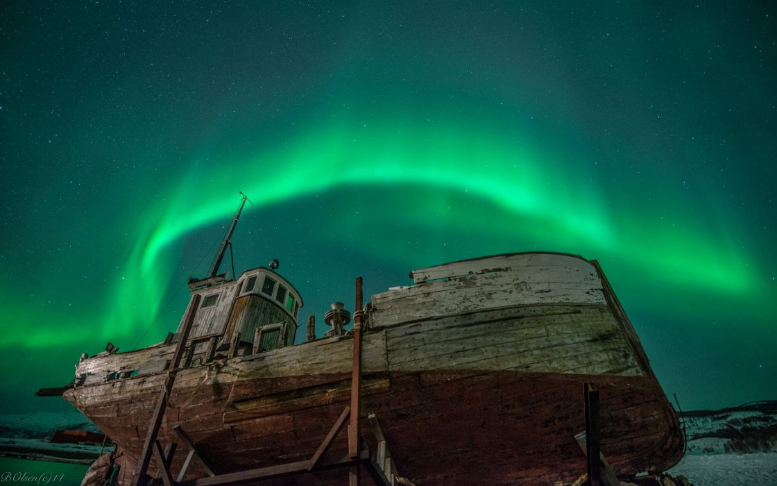 Aurora Borealis Northern Lights Night Green Stars Boat Abandon Deserted Dilapidated wallpaper