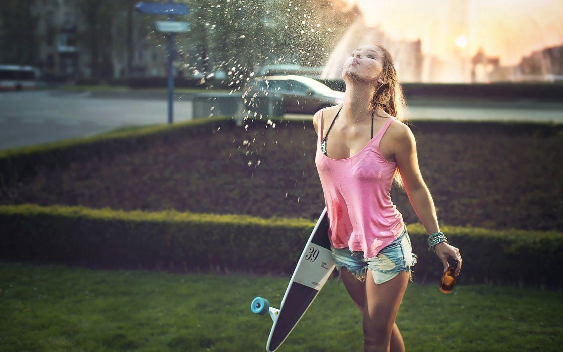 Brunette Spit Skateboard Stop Action Shorts mood wallpaper