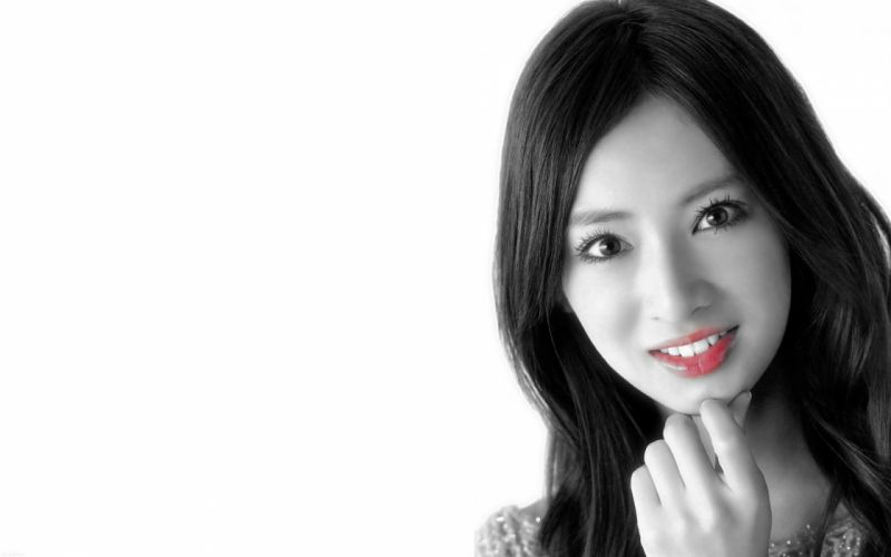 women selective coloring wallpaper