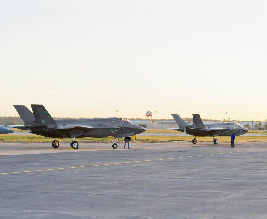 F-35 military fighter jet airplane plane lightning bomber joint (111) wallpaper