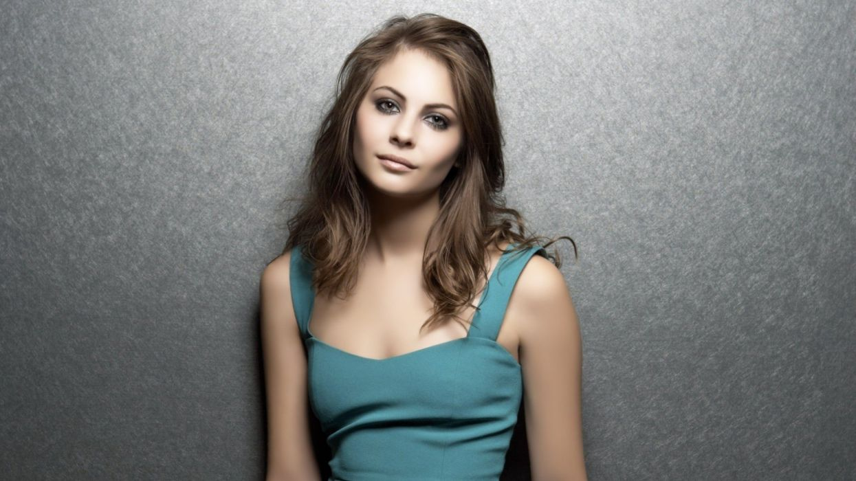 brunettes women celebrity Holland gray eyes Willa wallpaper