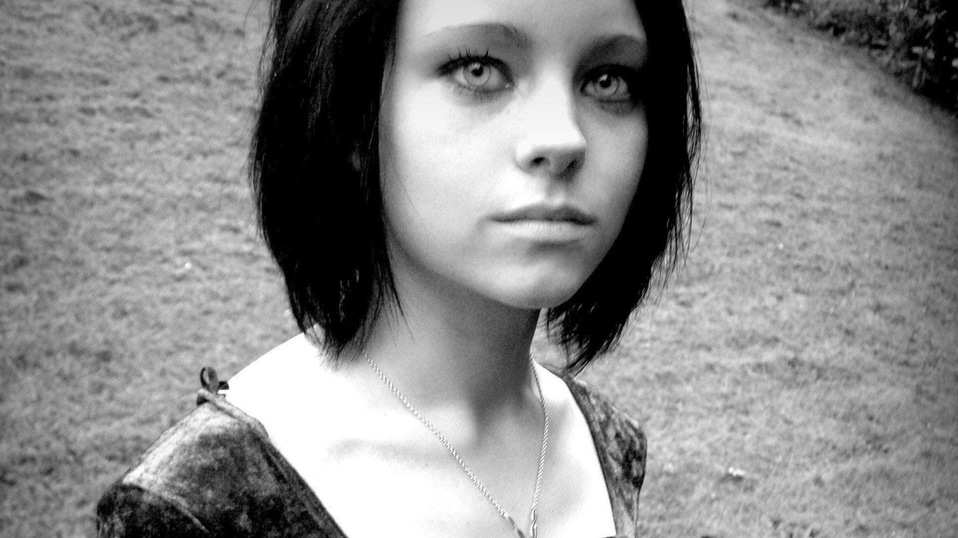 Black And White Eyes Black Hair Emo Girl Toni Pearce Wallpaper
