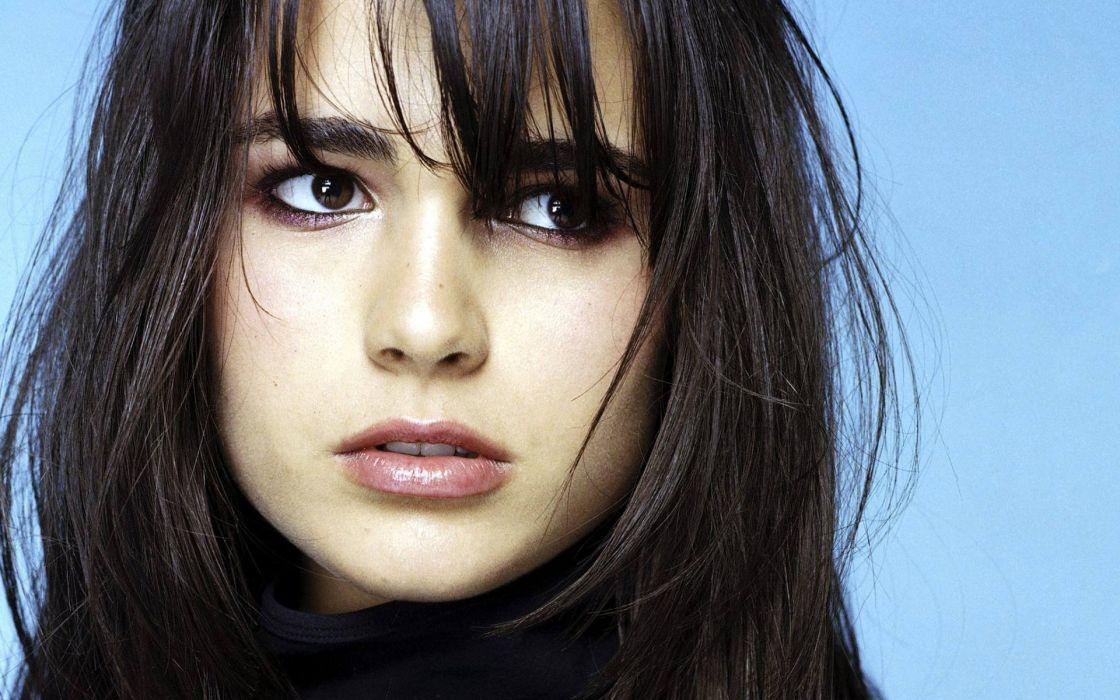 women close-up actress long hair celebrity Jordana Brewster blue background bangs wallpaper