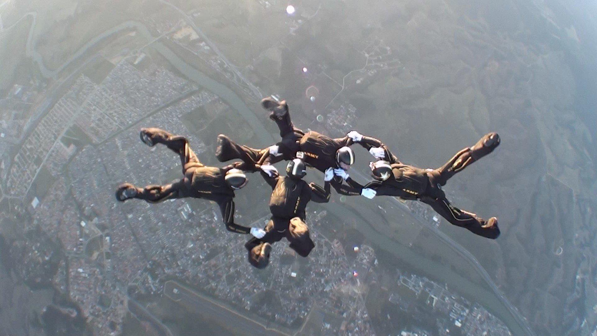 how to use parachute arma 3