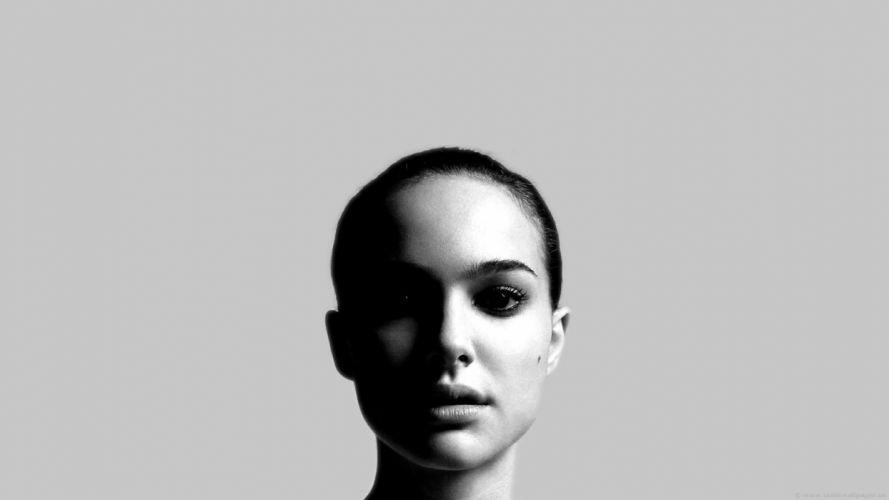 Natalie Portman monochrome wallpaper