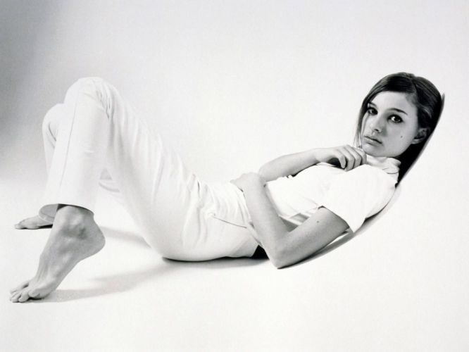 Natalie Portman monochrome greyscale wallpaper
