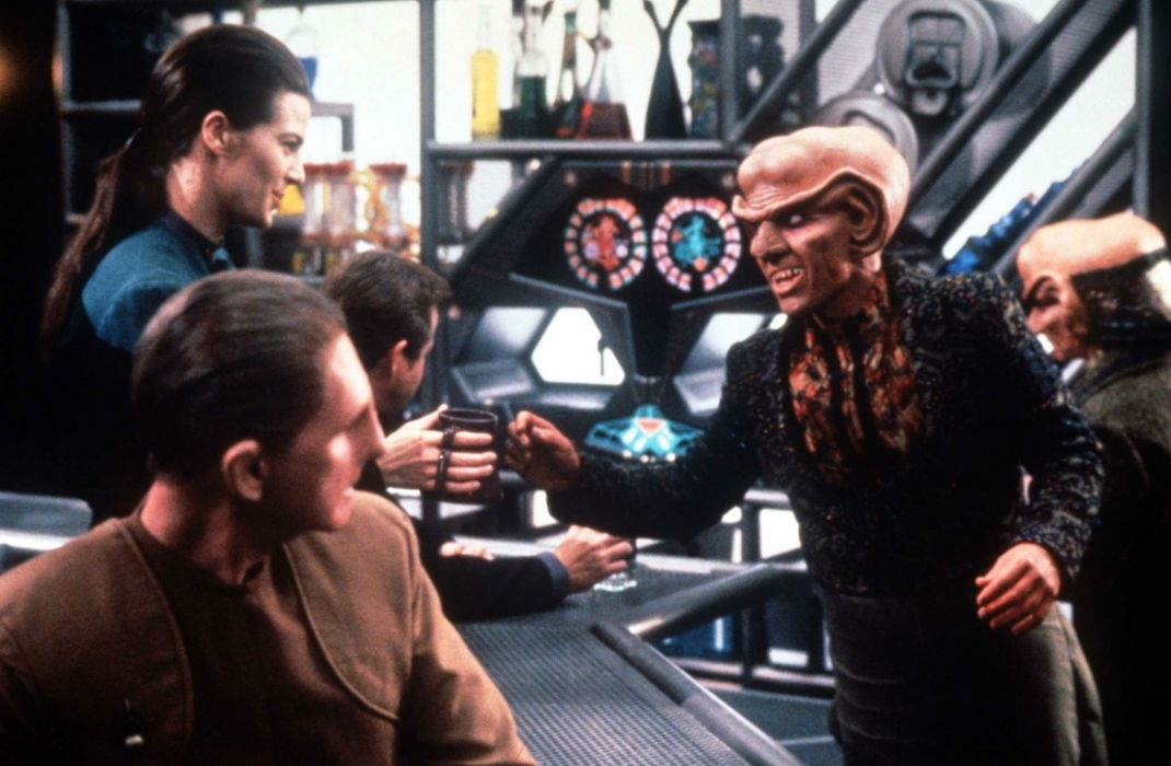 DEEP SPACE NINE Star Trek futuristic television sci-fi spaceship (18) wallpaper