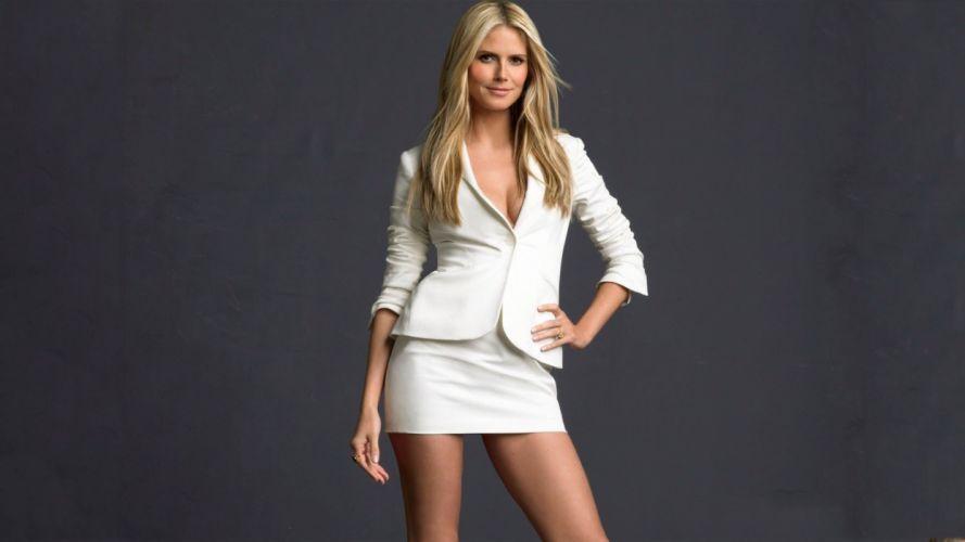 blondes women models Heidi Klum long hair simple background wallpaper
