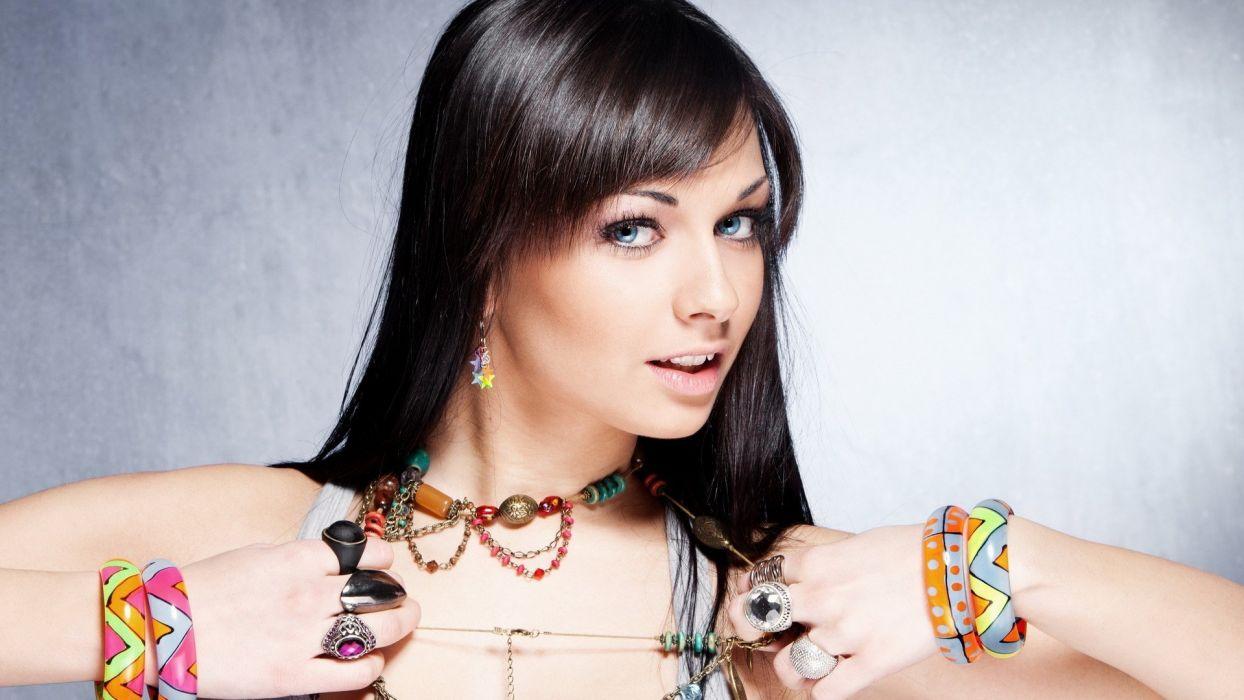 blue eyes earrings necklaces wallpaper