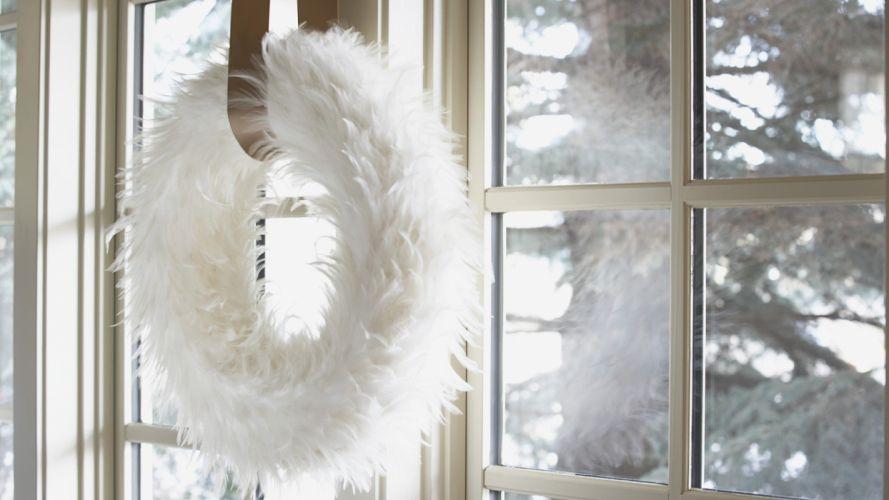 white wreath wallpaper