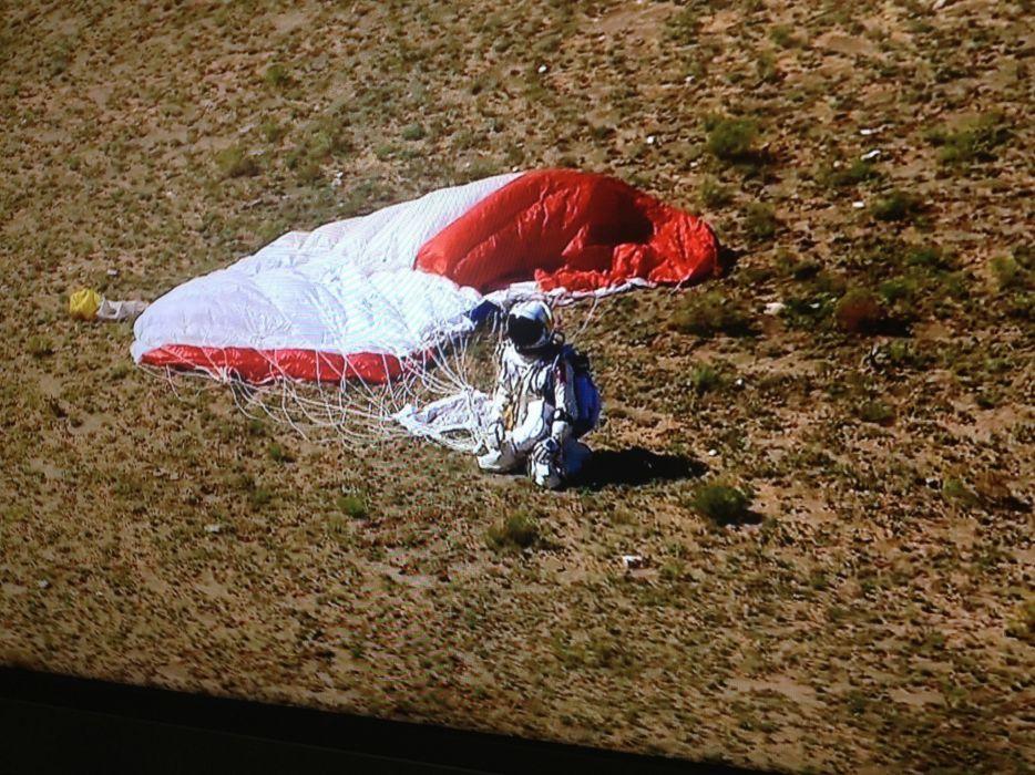 landing ground Red Bull kneeling parachute Felix Baumgartner Red Bull Stratos wallpaper