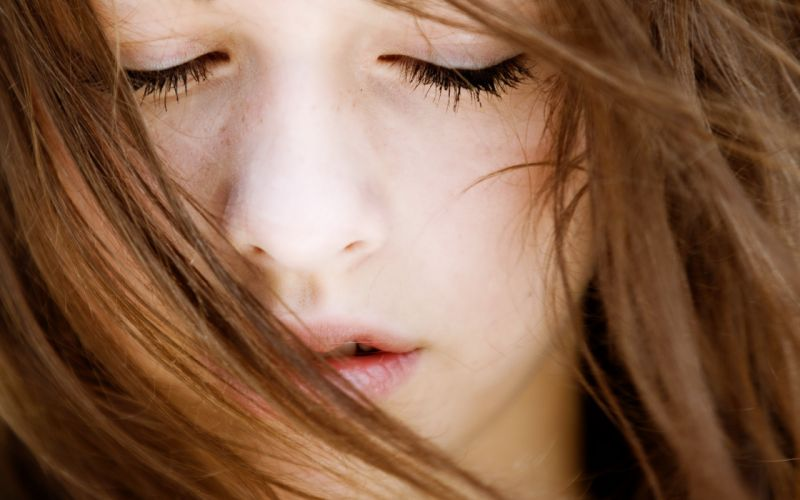 women close-up closed eyes faces wallpaper