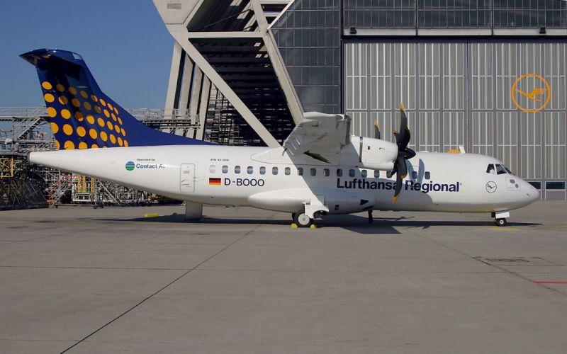 airplanes ATR-42 wallpaper