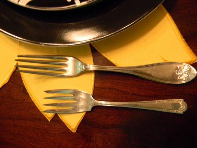 forks dinner plates wallpaper