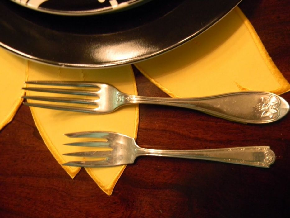 forks dinner plates wallpaper