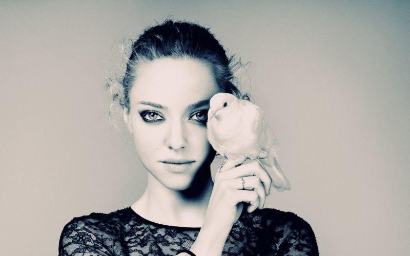 women birds actress celebrity Amanda Seyfried faces wallpaper