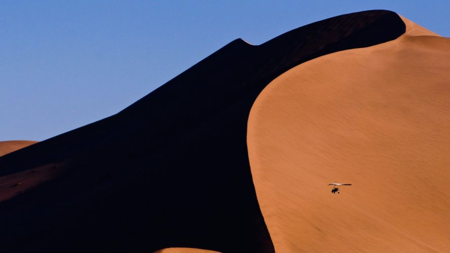 light flying China sand dunes wallpaper