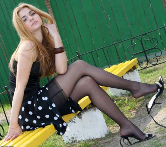 bench pantyhose stocking tights nylon sexy babe redhead u wallpaper