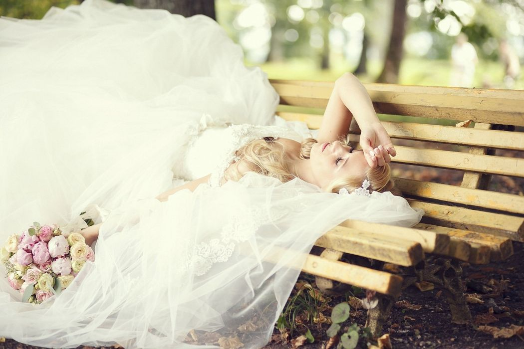 blonde veil bouquet flowers bench bride mood wallpaper