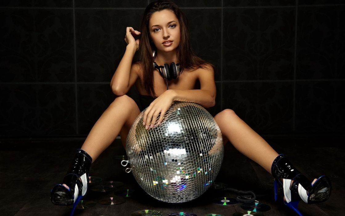 Disco sexy babe mirrir dance music wallpaper