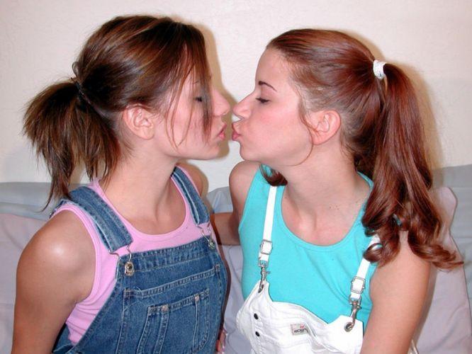 friend kiss sexy babe kiss wallpaper