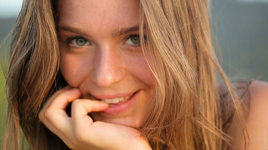Natalia E Lily C Raisa Guerlain model girl smile wallpaper