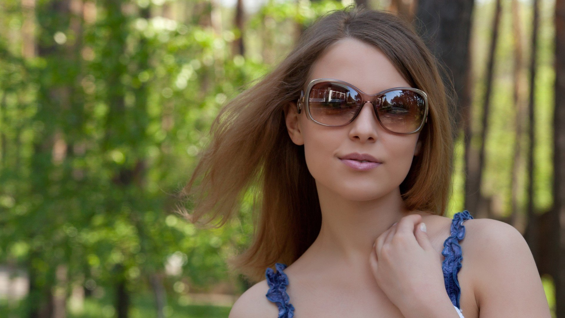 Nikia A Girl Model Summer Sunglasses Face Smile Wallpaper