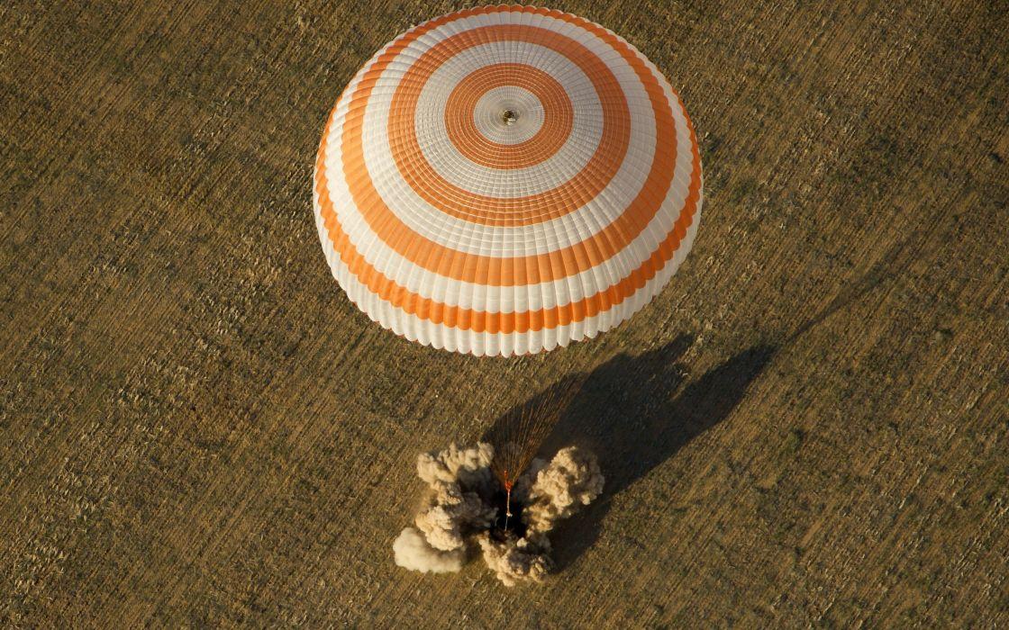 parachute sport military landscape field wallpaper