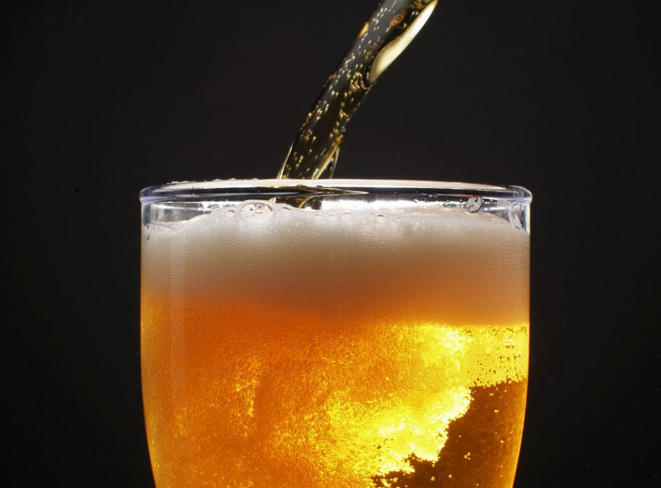 4804 Summer-drink-a-refreshing-beer wallpaper
