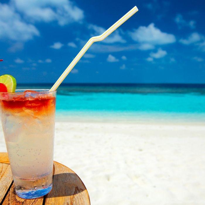 Cocktail-Beach-Drink-2048x2048 wallpaper