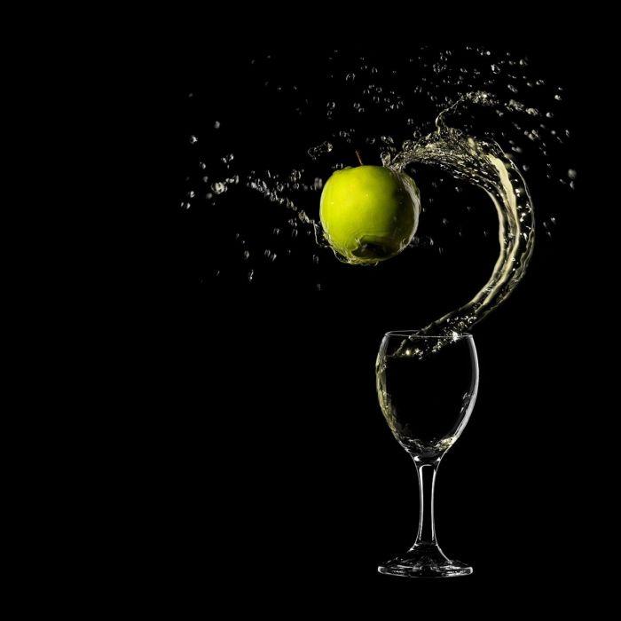 Glass-Splash-Drink-Apples-2048x2048 wallpaper