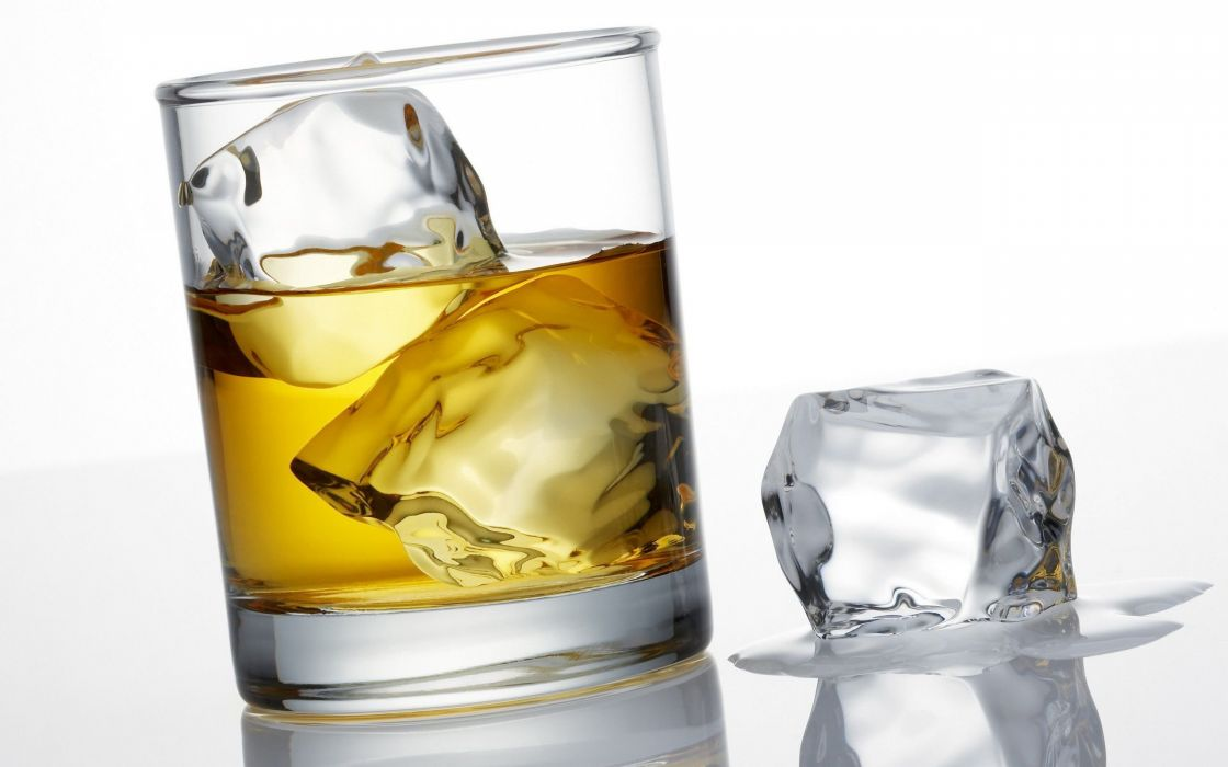 Whisky-Ice-3D-Glass-Drink wallpaper
