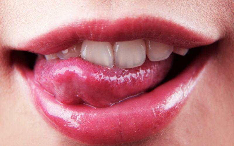 lips tongue wallpaper