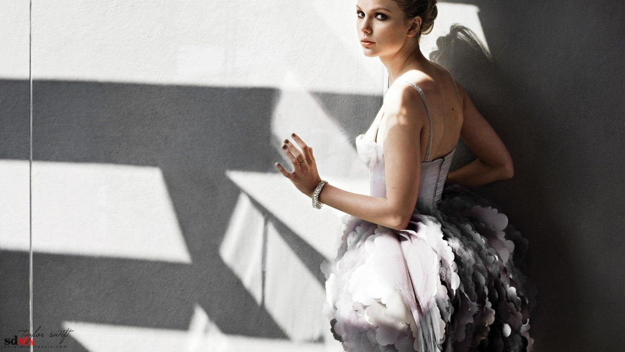 Taylor Swift models wallpaper