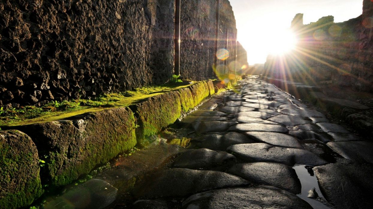 ruins Italy moss antique cobblestones Italia Pompei street sun flare wallpaper