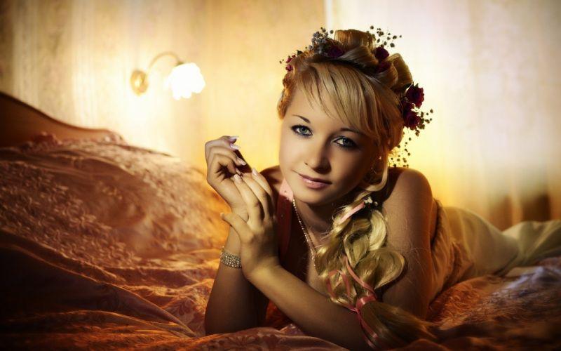 blondes women beds faces wallpaper