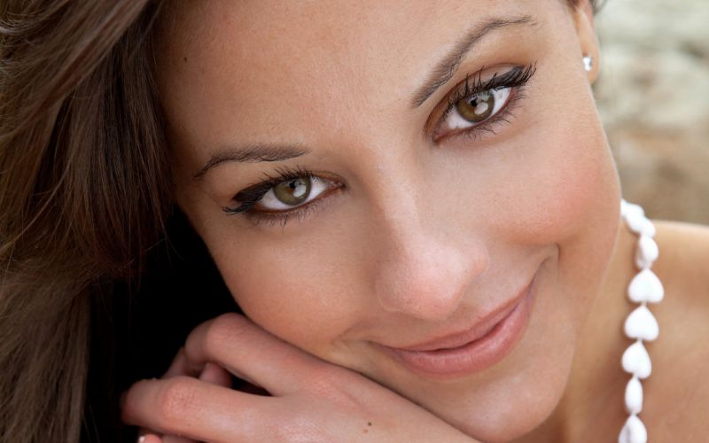 brunettes women long hair green eyes earrings necklaces Lorena Garcia faces wallpaper