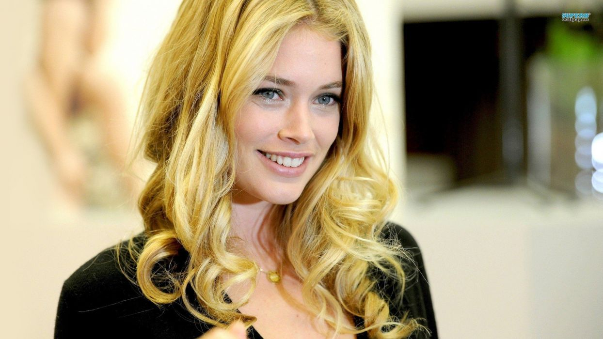 blondes women models Doutzen Kroes smiling faces wallpaper