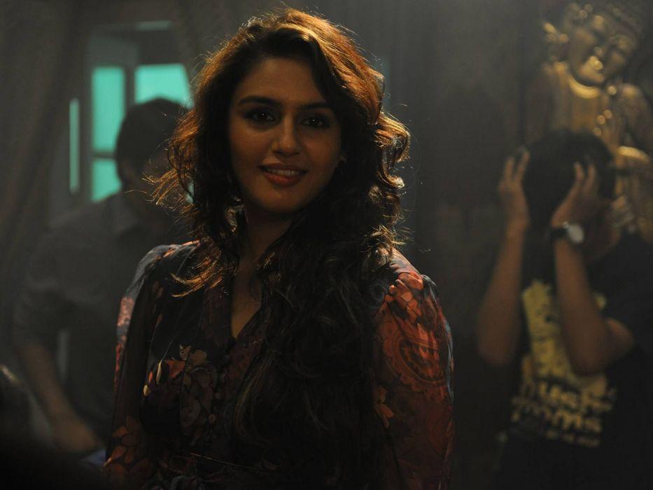brunettes actress Bollywood Huma Qureshi Bollywood actress models wallpaper