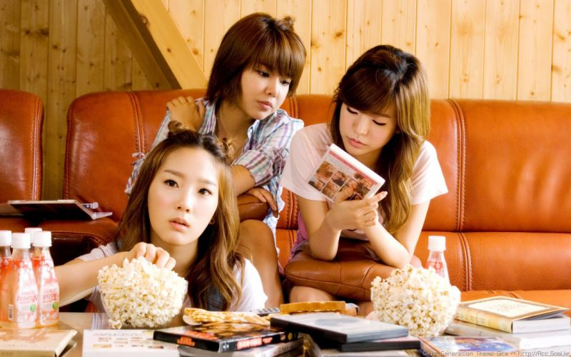 women couch movies Girls Generation SNSD celebrity Kim Taeyeon Choi Sooyoung popcorn Lee Soon Kyu bangs wallpaper