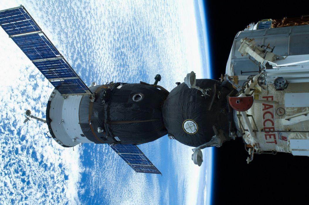 ISS Soyuz TMA earth space spaceship wallpaper