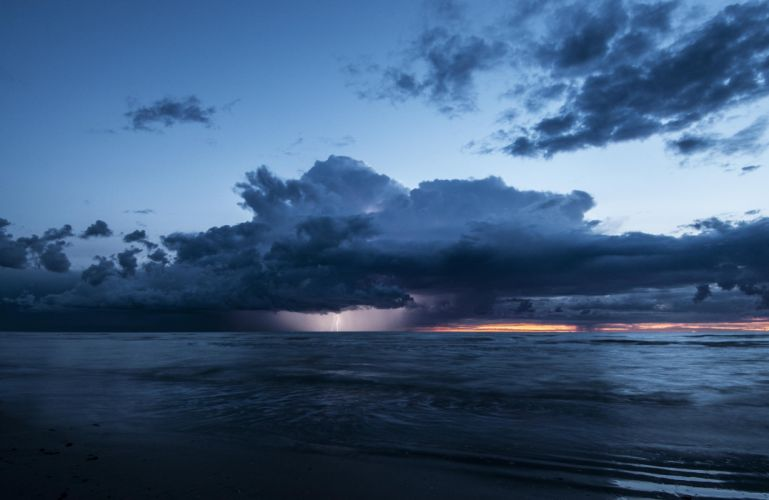 sea lightning clouds storm evening wallpaper