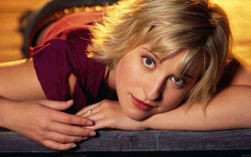 women Allison Mack Smallville Chloe Sullivan wallpaper